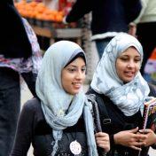 Женщины в Египте ходят в черном